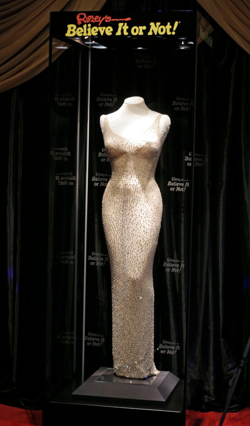 Το περιβόητο φόρεμα της Μέριλιν Μονρόε πουλήθηκε σε δημοπρασία έναντι 4,8 εκατομμυρίων δολαρίων