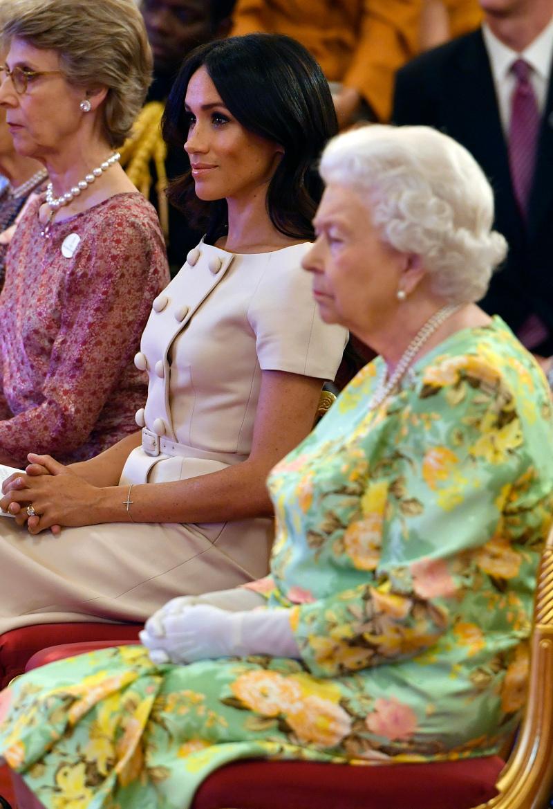 Η αυστηρή βασίλισσα ΕΛισάβετ και η Μέγκαν Μαρκλ