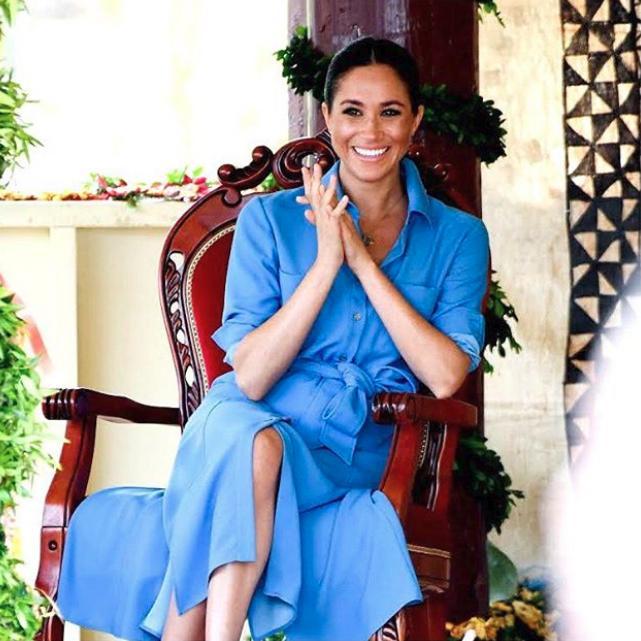 Η Μέγκαν Μαρκλ στο ταξίδι της στο Μαρόκο με ένα μπλε φόρεμα