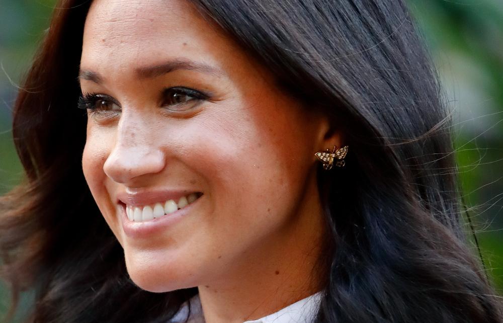 Τα σκουλαρίκια που κάποτε ανήκαν στην πριγκίπισσα Νταϊάνα, φόρεσε η Μέγκαν Μαρκλ. Σε σχήμα πεταλούδας