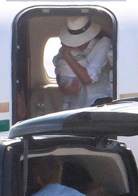 Η Μέγκαν Μαρκλ και ο πρίγκιπας Χάρι με τον γιο τους σε ιδιωτικό αεροπλάνο για την Ίμπιζα