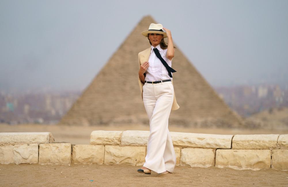 Η Μελάνια Τραμπ στο ταξίδι της στην Αφρική είχε επιλέξει να φορά κομψά σύνολα εμπνευσμένα από το σαφάρι