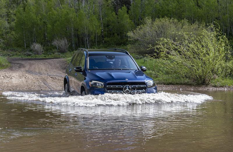 Για την κίνηση της νέας GLS φροντίζουν 3 νέα μηχανικά σύνολα τα οποία συνδυάζονται με το ήπιο υβριδικό σύστημα της Mercedes