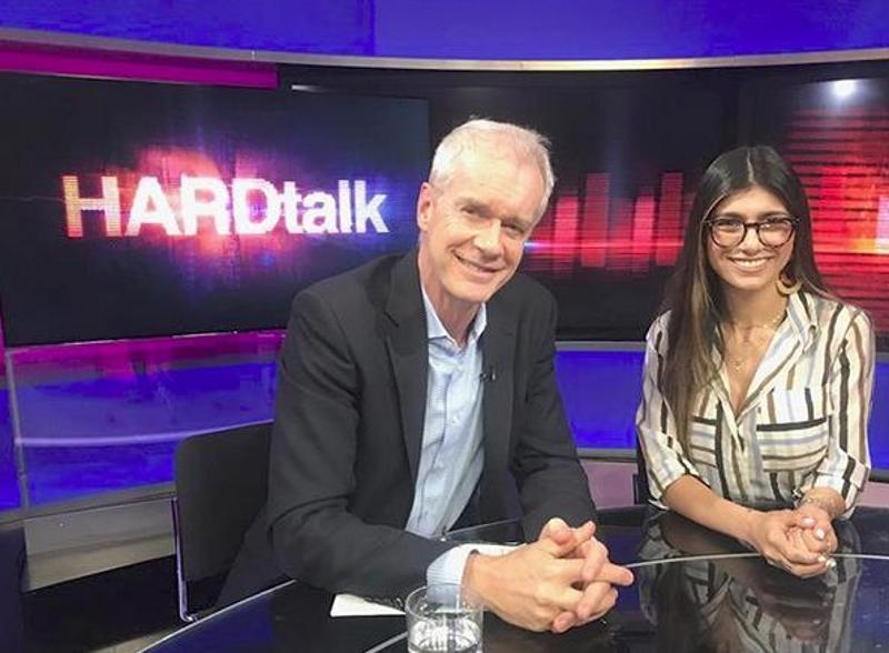 Η Μία Καλίφα με τον παρουσιαστή της εκπομπής Hard Talk του BBC, Στίβεν Σακούρ.