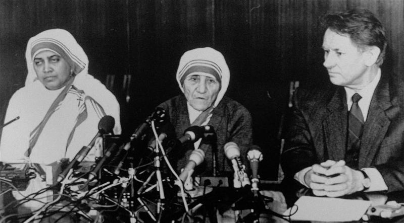 Η Μητέρα Τερέζα σε συνέντευξη Τύπου στη Μόσχα τον Δεκέμβριο του 1988.