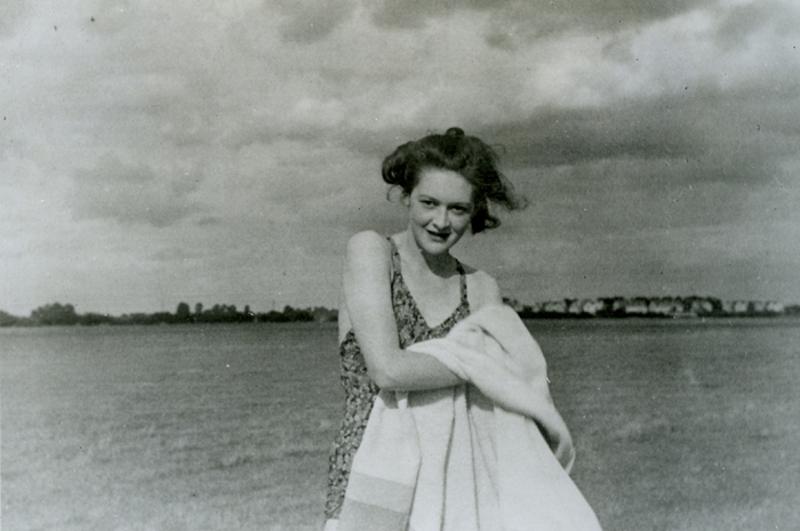 Fωτογραφία της ανύπαρκτης μνηστής του «ταγματάρχη Μάρτιν» της «Παμ», που ήταν στην πραγματικότητα η Τζιν Λέσλι, γραμματέας στις βρετανικές μυστικές υπηρεσίες.