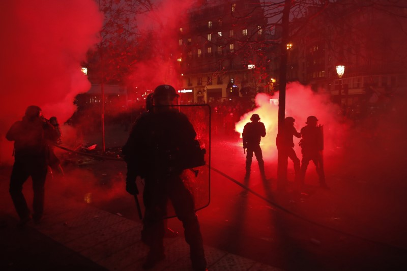 """Αποτέλεσμα εικόνας για εκρηξη διαδηλωσεων στην Γαλλία"""""""