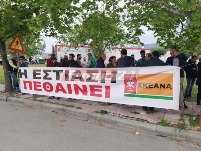 Διαμαρτυρία με πανό από τους καταστηματάρχες εστίασης στην Πάτρα
