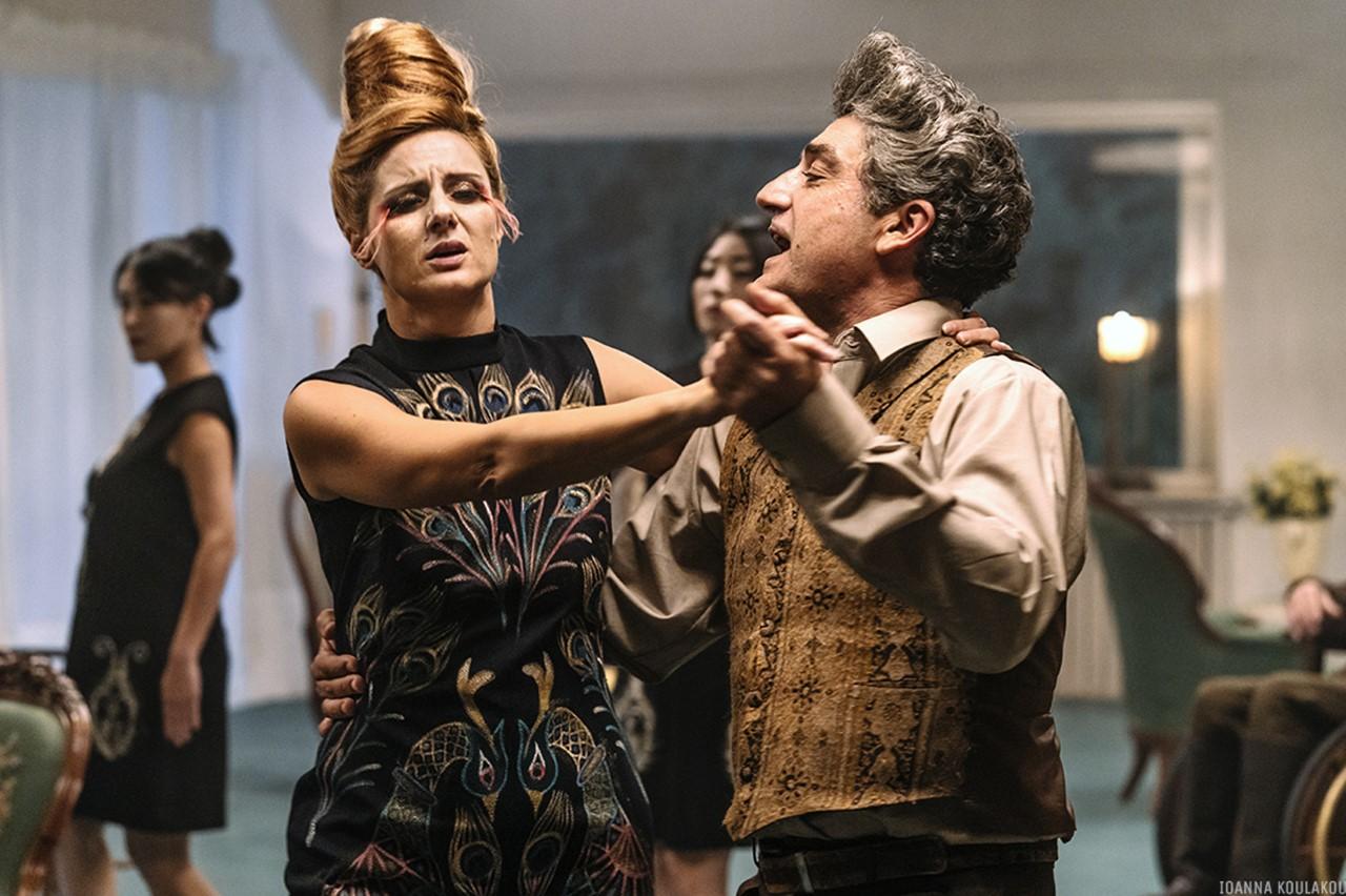 ταινία Περσεφόνη, ζευγάρι χορεύει
