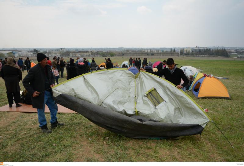 Πρόσφυγες έστησαν σκηνές στα Διαβατά