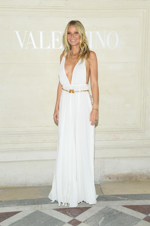 Με ένα άκρως αποκαλυπτικό φόρεμα εμφανίστηκε η Γκουίνεθ Πάλτροου στην επίδειξη μόδας του Valentino στο Παρίσι