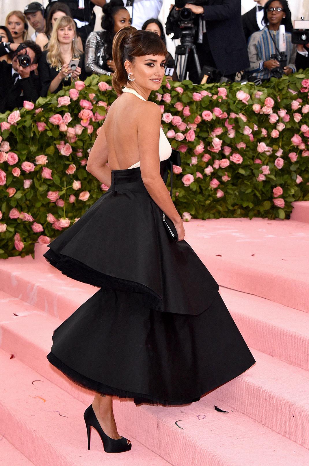 Σπανιόλικο φόρεμα Πενέλοπε Κρουζ στο met Gala 2019