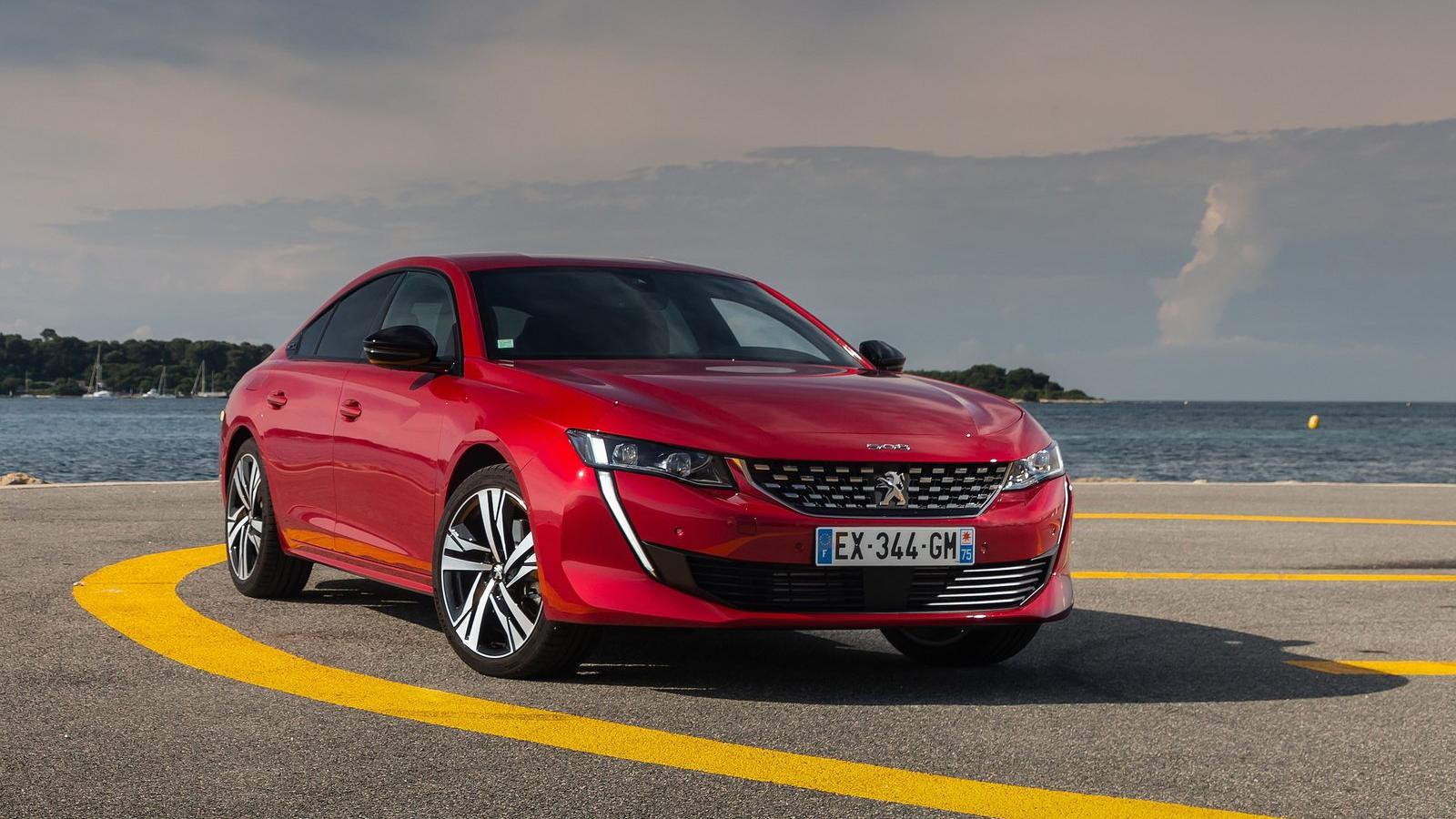 Το Peugeot 508 σε κόκκινο χρώμα