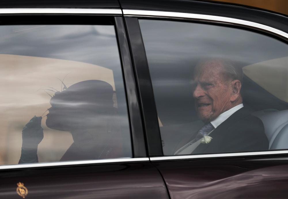 Παρούσα και η βασίλισσα ΕΛισάβετ με τον πρίγκιπα Φίλιππο