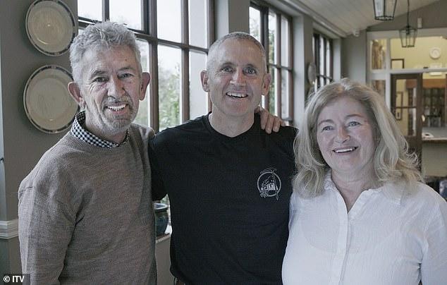 Το ζευγάρι επανενώθηκε με τον γιο τους που είχαν δώσει για υιοθεσία πριν από 40 χρόνια