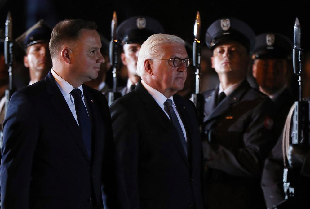 Ο Φρανκ Βάλτερ Σταϊνμάιερ με τον πρόεδρο της Πολωνίας Άντρζεϊ Ντούντα σε τελετή μνήμης για τα θύματα του Β' Παγκοσμίου Πολέμου