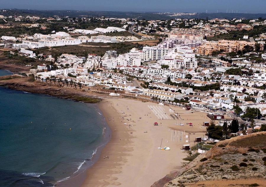 To θέρετρο Πράια ντα Λουζ της Πορτογαλίας, όπου εξαφανίστηκε στις 03 Μαϊου 2007 η μικρή Μαντλίν ΜακΚάν
