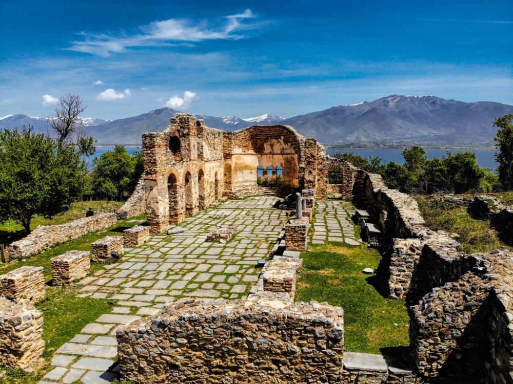 Τα ερείπια εκκλησίας του 10ου αιώνα στο νησί του Αγίου Αχιλλείου