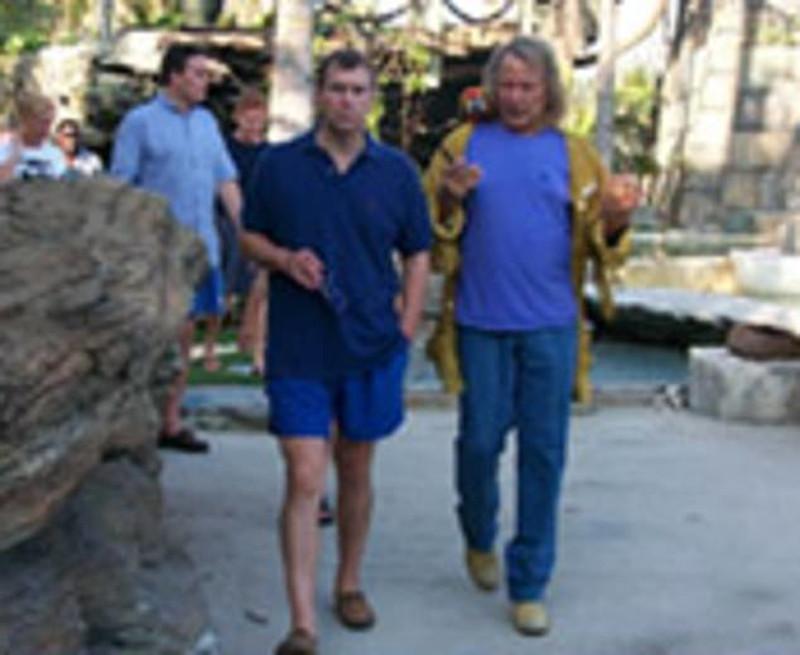 Ο πρίγκιπας Άντριου και ο Πίτερ Νάιγκαρντ, στην έπαυλη του δεύτερου στις Μπαχάμες το 2000.