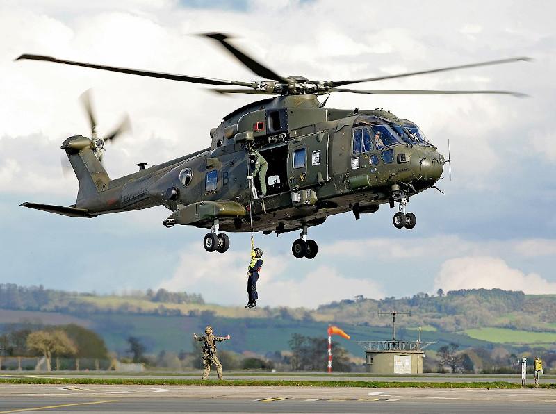 Στη συγκεκριμένη βάση  σταθμεύουν ελικόπτερα Merlin καθώς και ορισμένα Wildcat, που θα  μετάσχουν στην αποστολή αργότερα εντός του 2021 του βρετανικού  αεροπλανοφόρου HMS Queen Elizabeth στη Νότια Σινική Θάλασσα