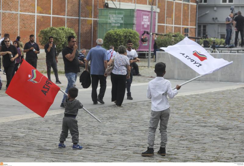 Ρομά με σημαίες