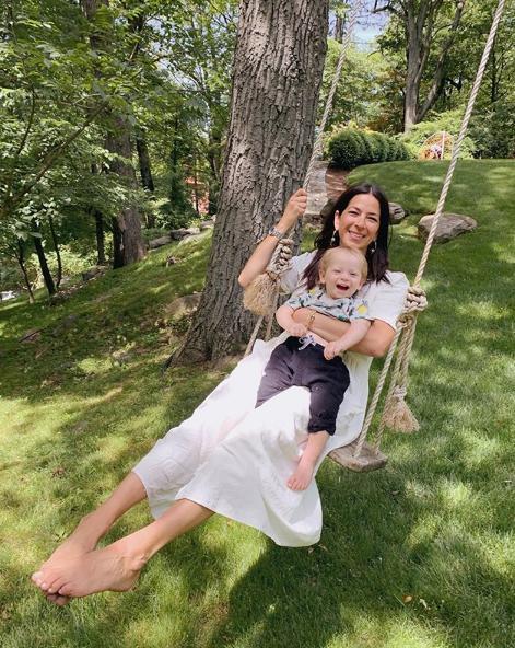 Η Rebecca Minkoff κάνει κούνια με τον μικρό γιο της