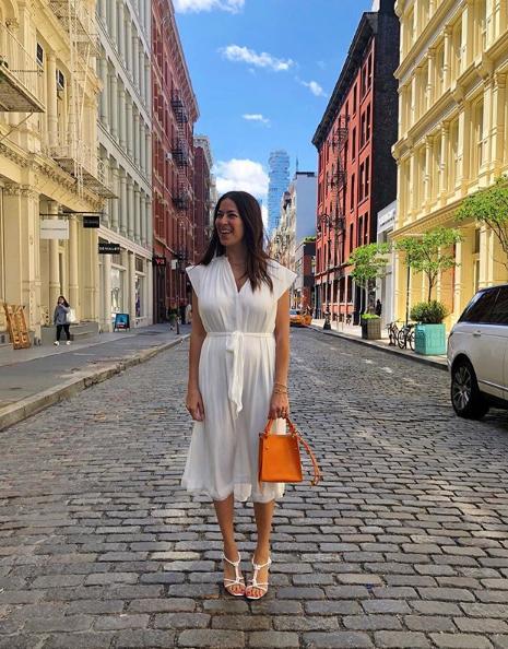 Η Rebecca Minkoff με λευκό φορεμα