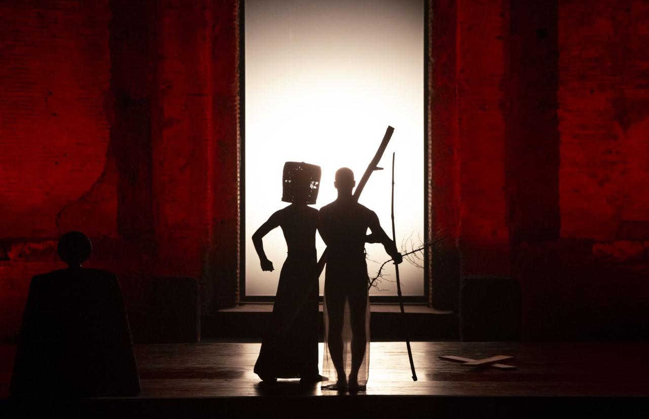 δυο ηθοποιοί στη σκηνη
