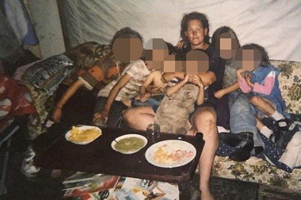 Η Ρόζαλιν Μακ Γκίνις με κάποια από τα παιδιά της.
