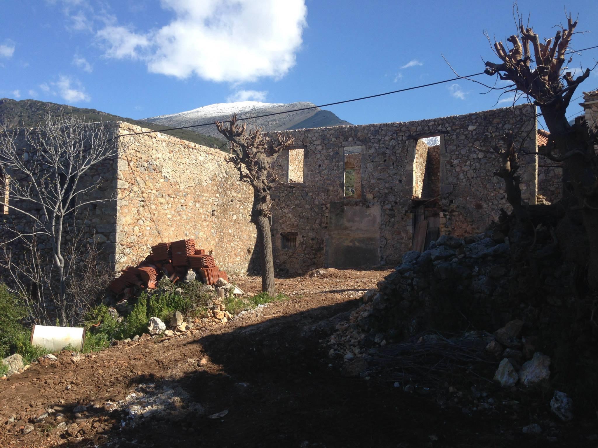 Ένας παλιός πέτρινος μύλος μετατράπηκε σε μια σύγχρονη πολυτελή εξοχική κατοικία/