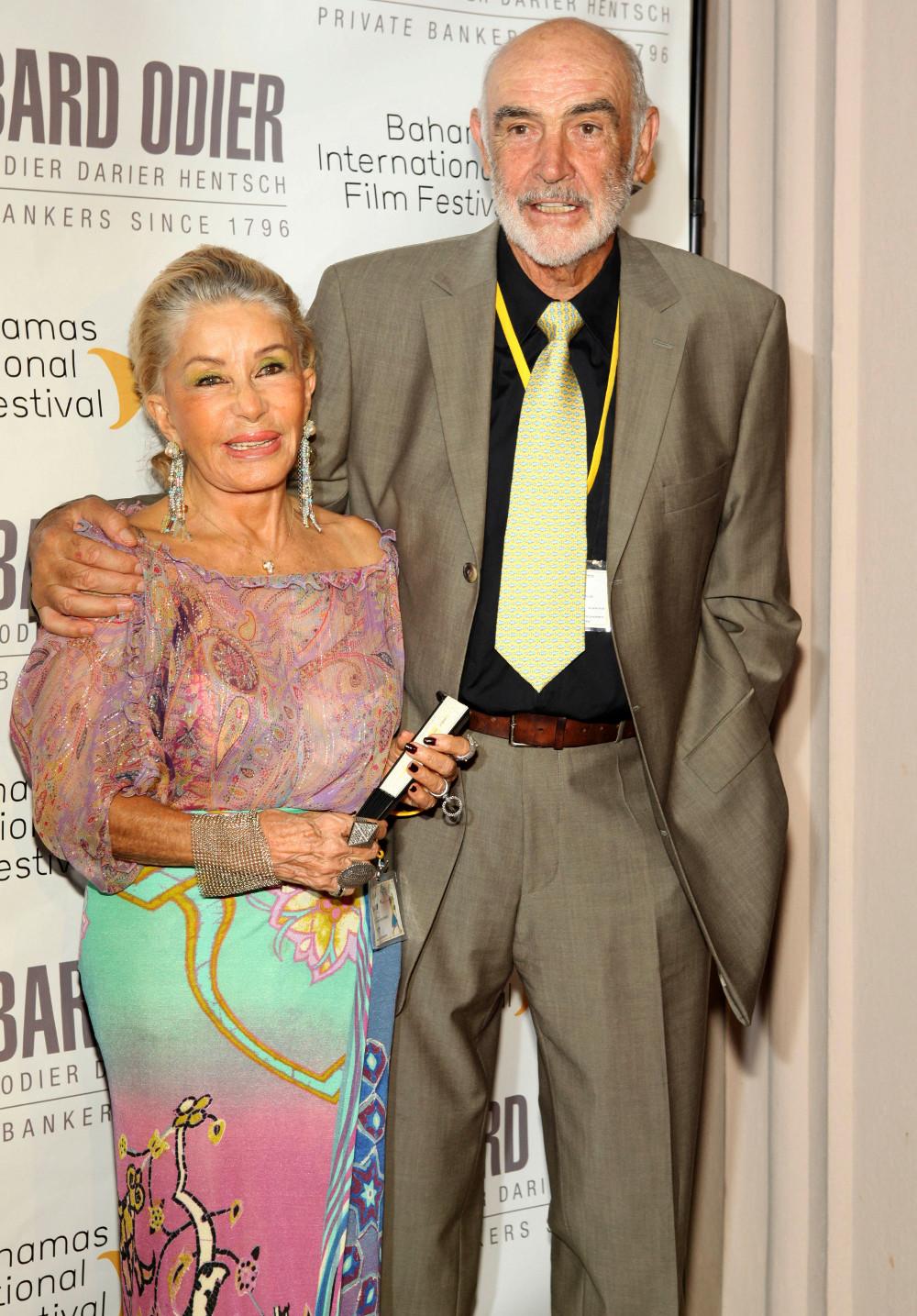 Ο Σον Κόνερι με την σύζυγό του ζουν μόνιμα στις Μπαχάμες από την δεκαετία του 1990