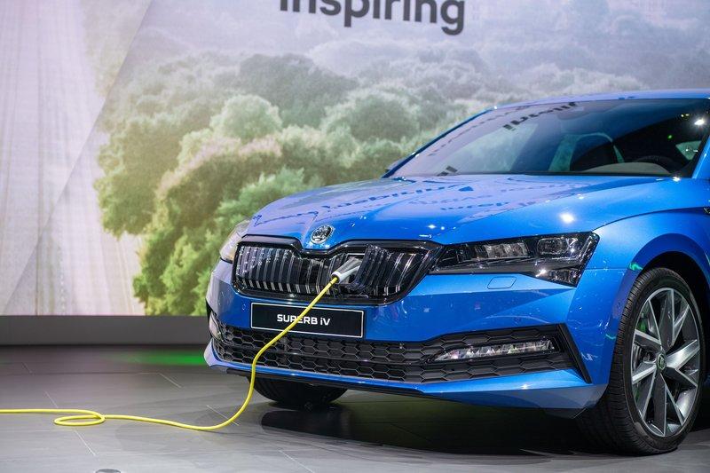 Το Superb iV, διαθέτει ένα βενζινοκινητήρα 1.4 TSI και έναν ηλεκτροκινητήρα, που συνδυαστικά αποδίδουν ισχύ 218 ίππων.