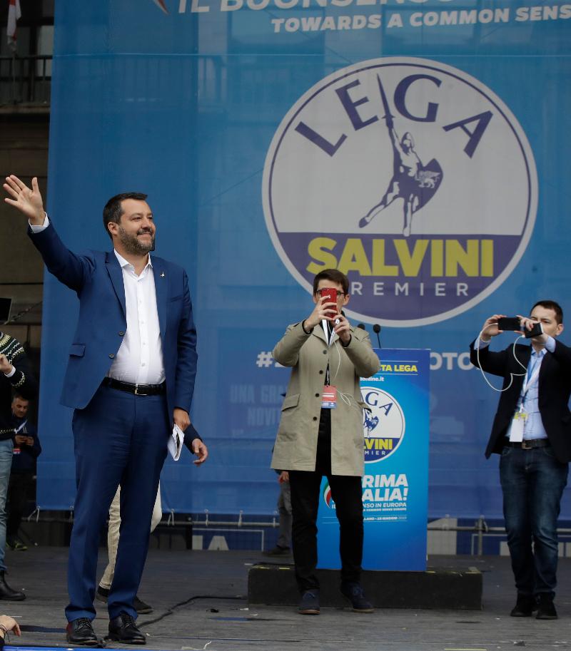 Ο Ματέο Σαλβίνι σε προεκλογική του συγκέντρωση.