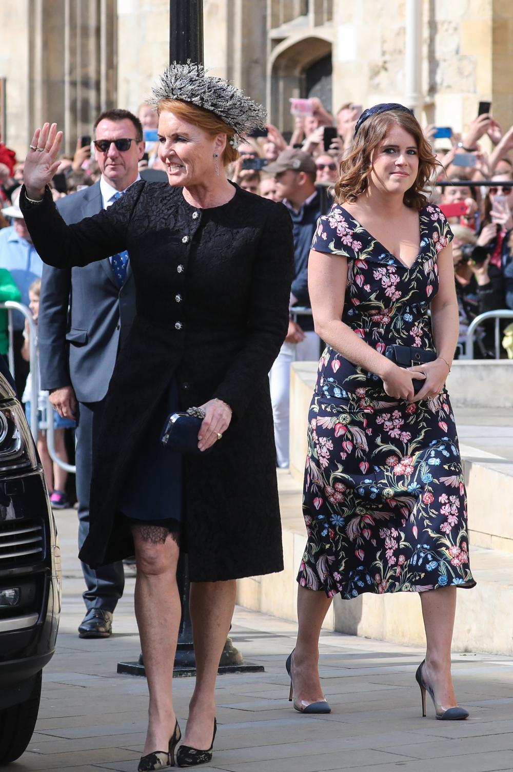 Η Σάρα Φέργκιουσον με την κόρη της, πριγκίπισσα Ευγενία στον γάμο της τραγουδίστριας Έλι Γκούλντινγκ