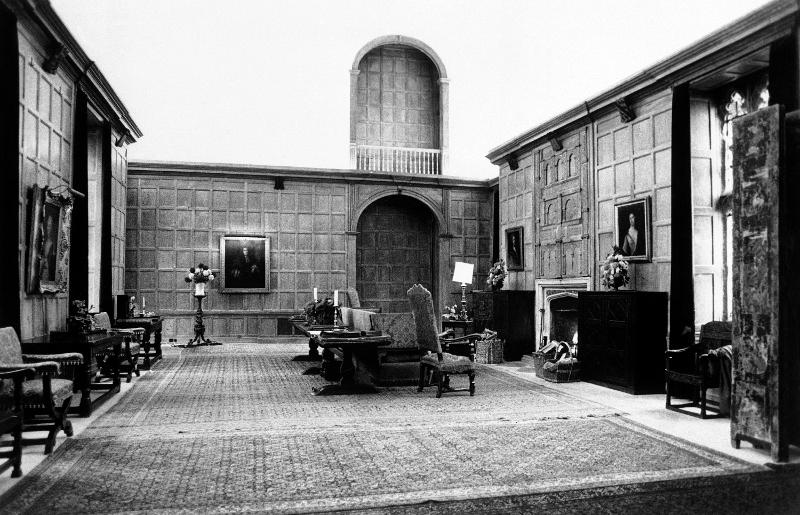 Η μεγάλη αίθουσα υποδοχής στο Sutton Place, το μέγαρο του Ζαν Πολ Γκετί στο Γκίλφορντ της Αγγλίας, που κατασκευάστηκε το 1523 μ.Χ.