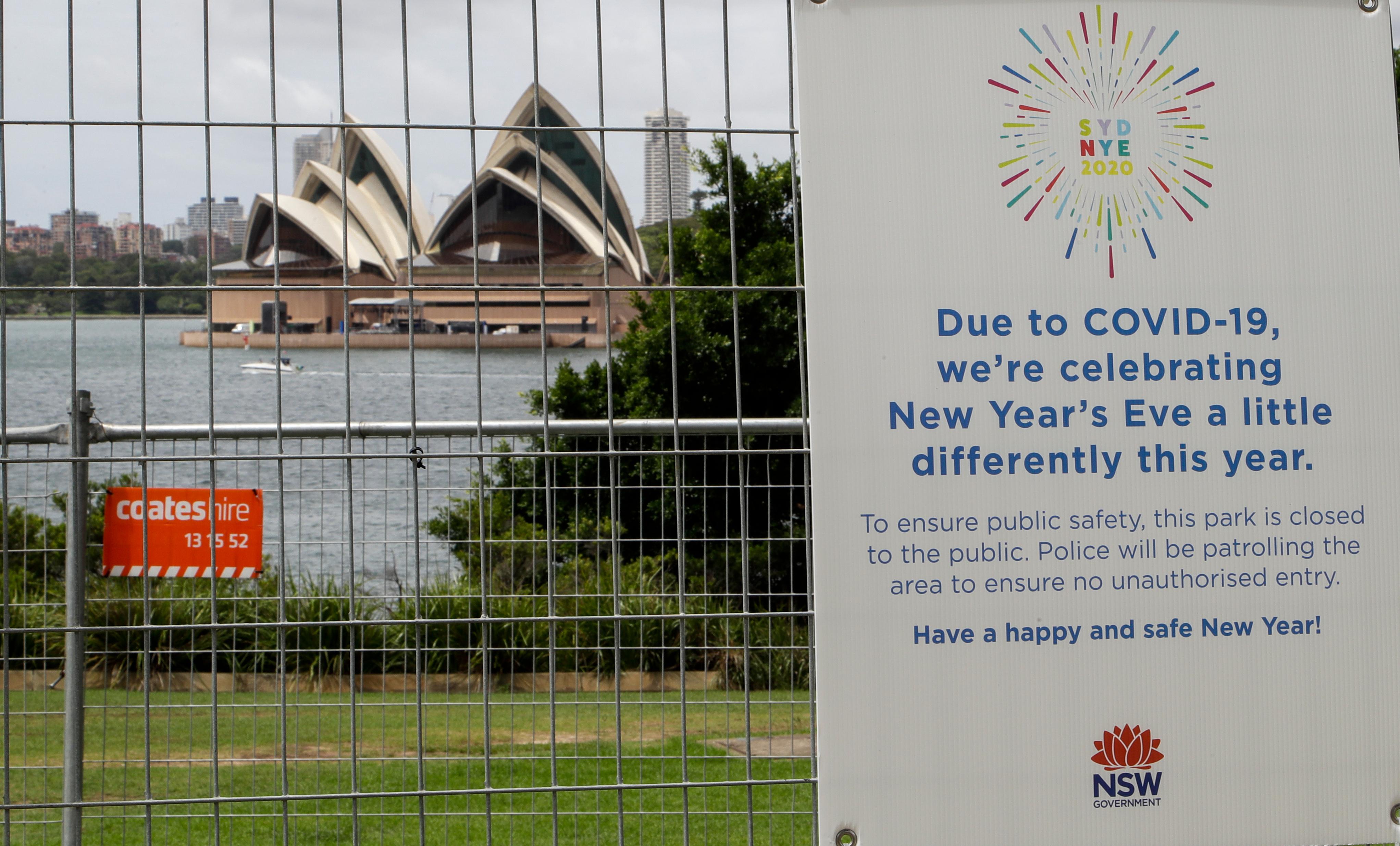 Πινακίδα στο λιμάνι του Σίδνεϊ ενημερώνει ότι οι φετινοί Πρωτοχρονιάτικοι εορτασμοί θα είναι φέτος «λίγο διαφορετικοί»