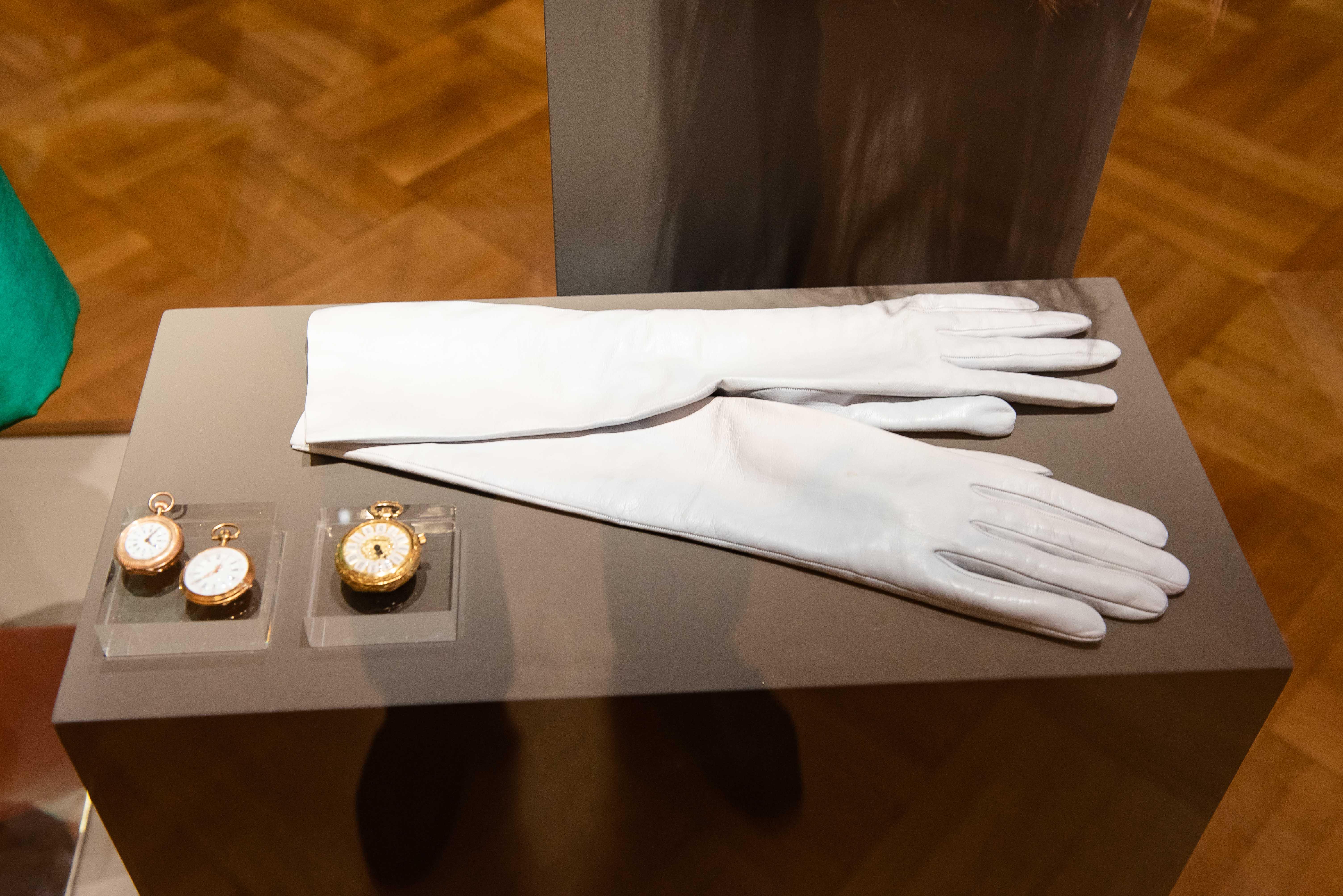 Τα γάντια της Κάλλας, τα ρολόγια της