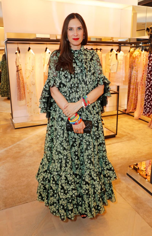 Η Τατιάνα Σάντο Ντομίνγκο με φλοράλ πράσινο φόρεμα