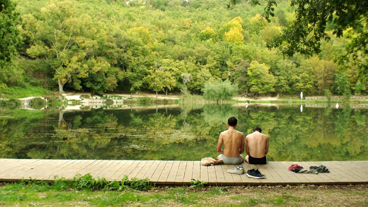 Δυο αντρες στη λίμνη