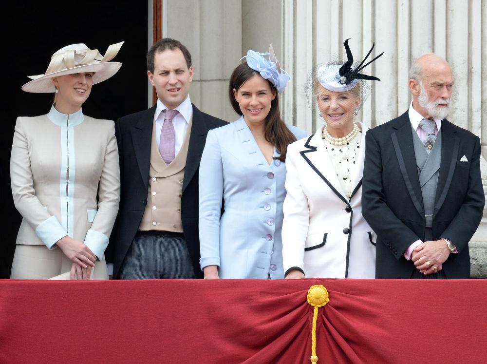 Ο πρίγκιπας Μάικλ του Κεντ με την σύζυγό του, τον γιο του λόρδο Φρέντερικ και την σύζυγό του, και την λαίδη Γκαμπριέλα Γουίνσδορ