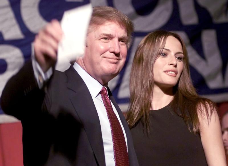 Ο Ντόναλντ Τραμπ και η Μελάνια σε εκδήλωση αμερικανο-κουβανικής οργάνωσης τον Νοέμβριο του 1999 σε ξενοδοχείο του Μαϊάμι.