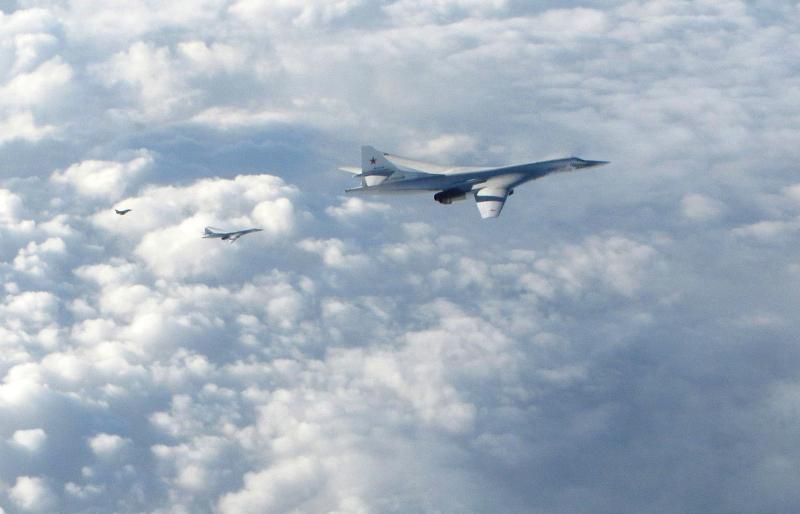 Αεροσκάφος της RAF φωτογράφισε ρωσικό στρατηγικό βομβαρδιστικό Τu-160 ενώ πετούσε κοντά στη Σκωτία τον Ιανουάριο του 2018.