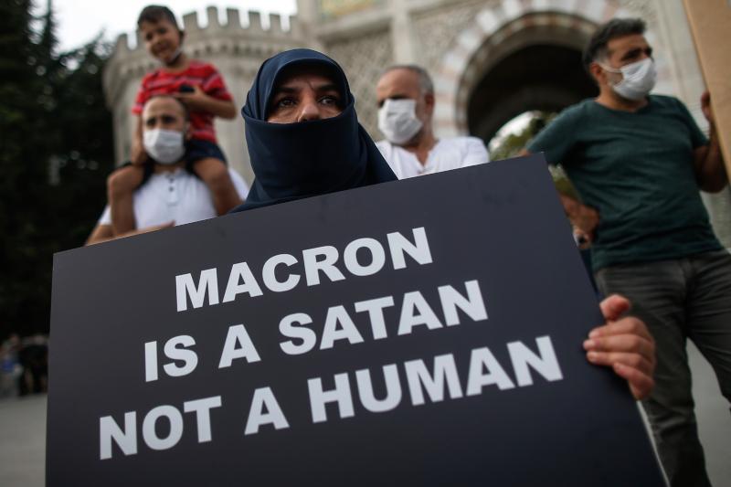 Διαδήλωση Τούρκων ισλαμιστών κατά του Γάλλου προέδρου Μακρόν στην Κωνσταντινούπολη