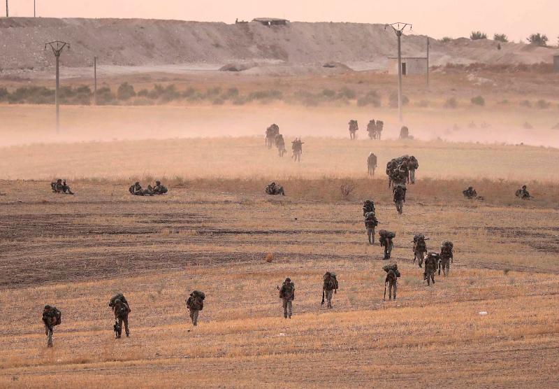 Τούρκοι στρατιώτες καθ' οδόν προς τα περίχωρα της Μανμπίτζ στη βορειοανατολική Συρία.