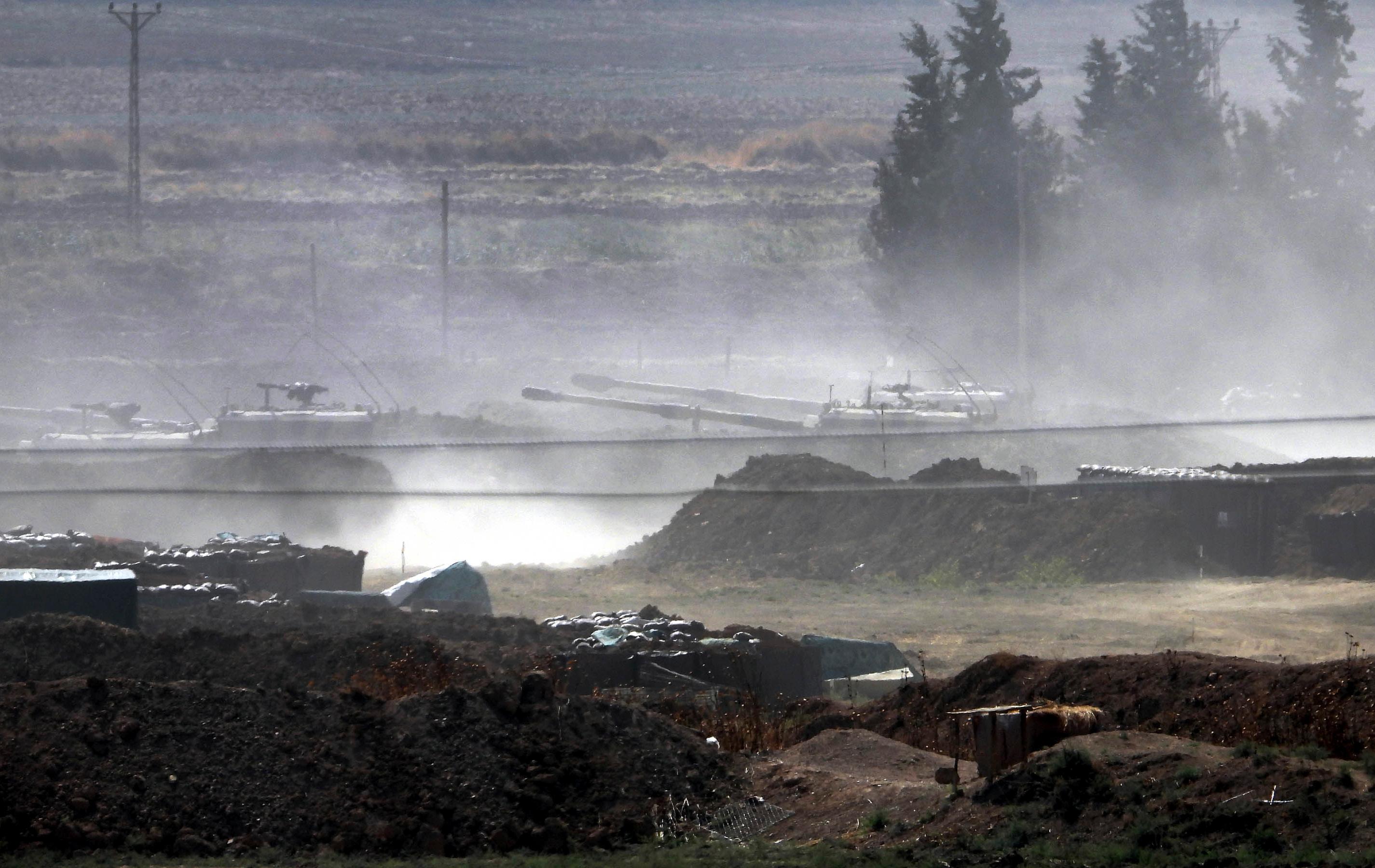 Τουρκικά άρματα μάχης προωθούνται στη μεθόριο με τη βόρεια Συρία έτοιμα για την εισβολή