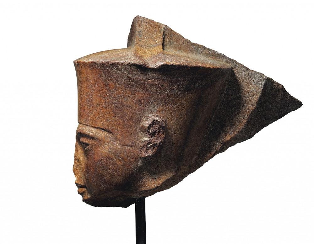 Η προτομή του αγάλματος του Τουταγχαμών