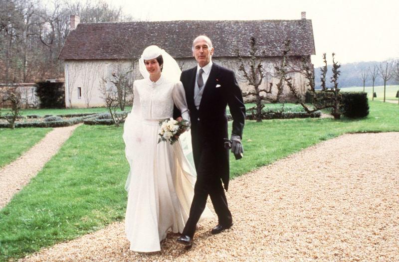 Ο Ζισκάρ Ντ' Εστέν και η Αν Αϊμόν ντε Μπραντές παντρεύτηκαν στο Ωτόν της Λουάρ-ε-Σερ της κεντρικής Γαλλίας τον Δεκέμβριο του 1952