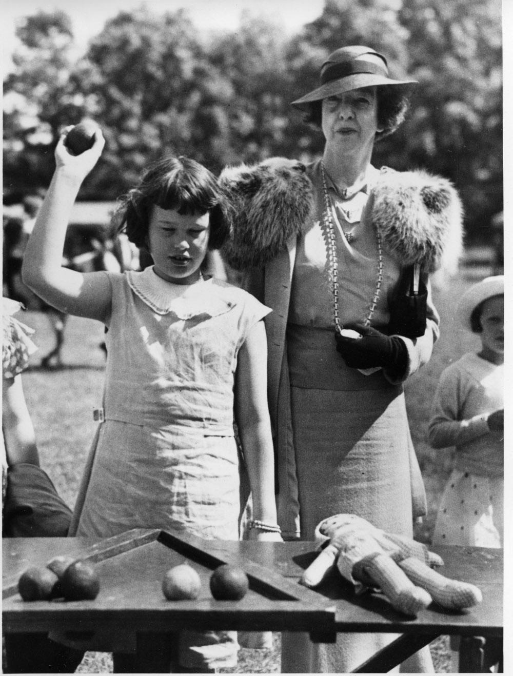 Η Γκλόρια Βάντερμπιλτ με την θεία της Γερτρούδη που πήρε τελικά μετά από δικαστική διαμάχη την επιμέλειά της
