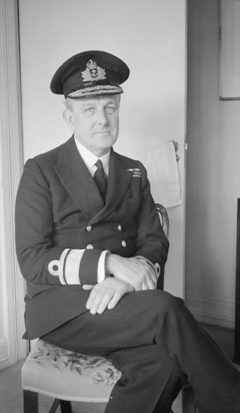 Ο αντιναύαρχος του Βρετανικού Πολεμικού Ναυτικού Τζον Γκόντφρι είχε παραγγείλει στον δημιουργό του Τζέιμς Μποντ, Ίαν Φλέμινγκ, να επινοήσει διάφορα σχέδια εξαπάτησης των Ναζί.