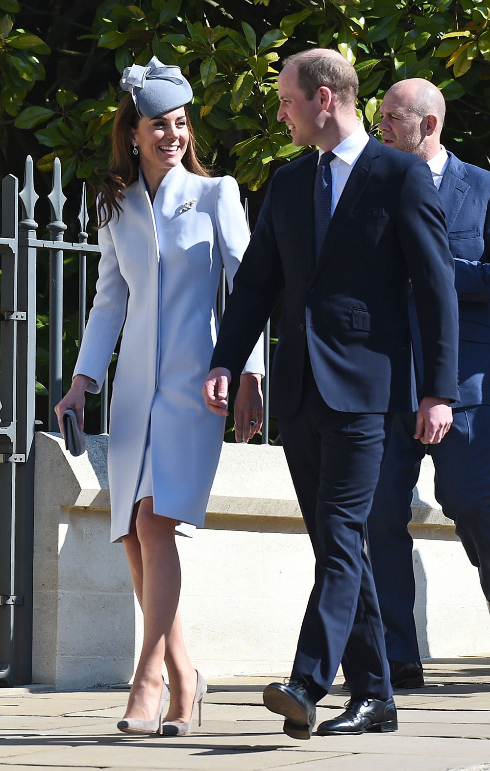πρίγκιπας Γουίλιαμ και Κέιτ Μίντλετον με θαλασσί παλτό στην εκκλησία